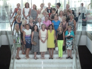 28 lady golfers on tour