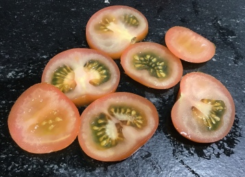tomatoes wrongly sliced