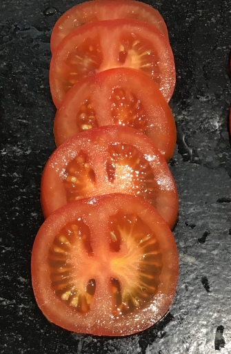 tomatoes corectly sliced